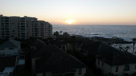 The Peninsula All-Suite Hotel : Sunset
