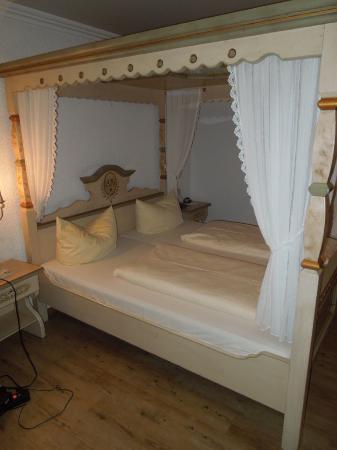 Hotel Adler: Himmelbett