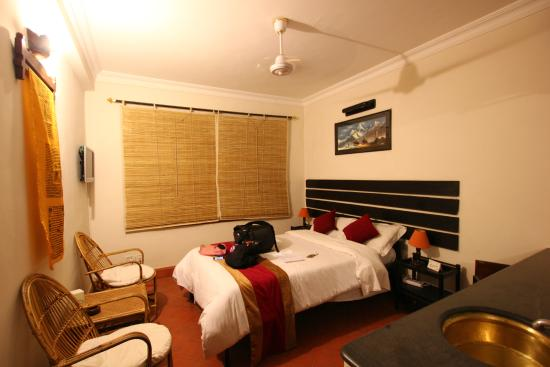 Thorong Peak Guest House: Deluxe Non AC Room