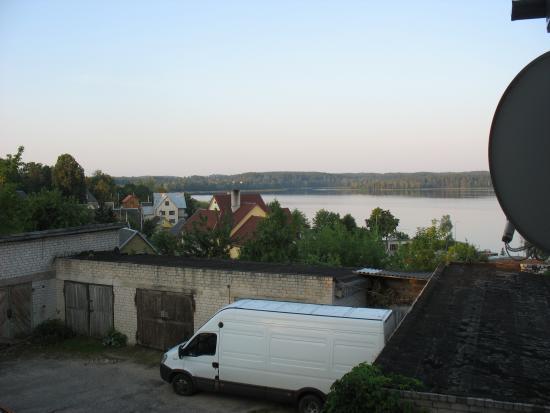 Zarasai, Lituania: Участок парковочного пространства и озеро