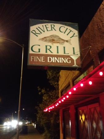 River City Grill : sign