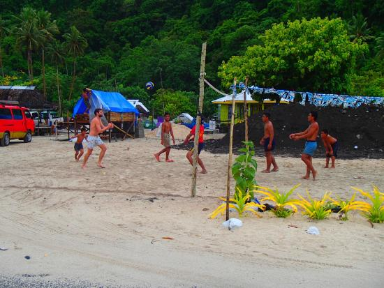 Taufua Beach Fales: Volleyball across the road with the locals