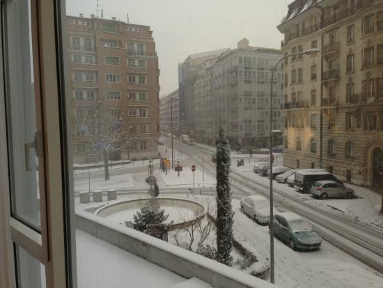 Gen ve sous la neige photo de h tel pr sident wilson for Design hotel f6 geneva tripadvisor