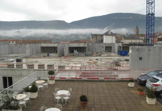 Hotel La Capelle: L'énorme chantier est tout contre la terrasse de l'hôtel !