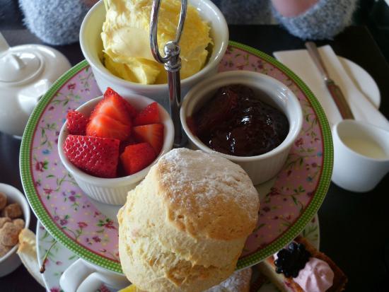 Restaurant at Orestone Manor: high tea