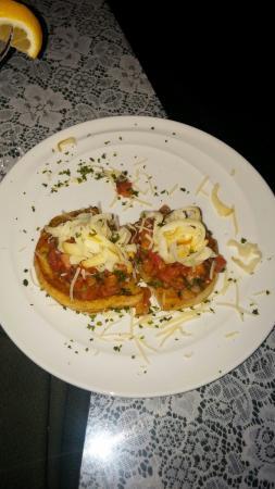 Mama Carolla's Old Italian Restaurant : Bruschetta