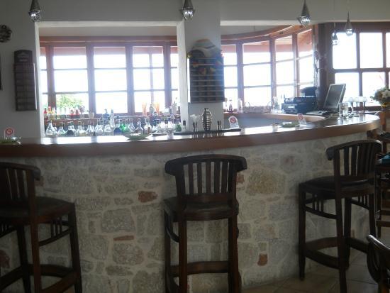 Amazones Village Suites: Bar