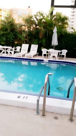 Harbor Beach Inn : the pool