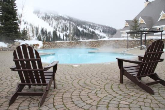 Schweitzer Mountain Resort Lodging: Selkirk Lodge Heated Pool