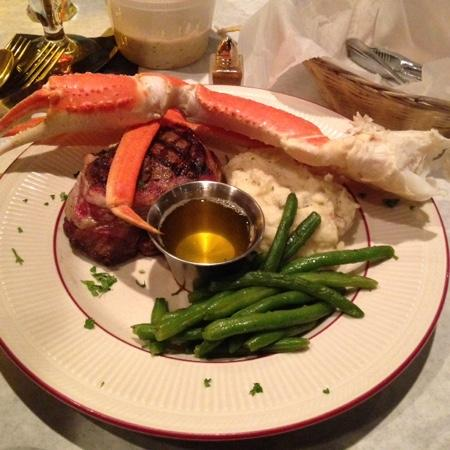 Snug Tavern & Grill: Bacon-wrapped Filet, Snow Crab, Mash and String Beans
