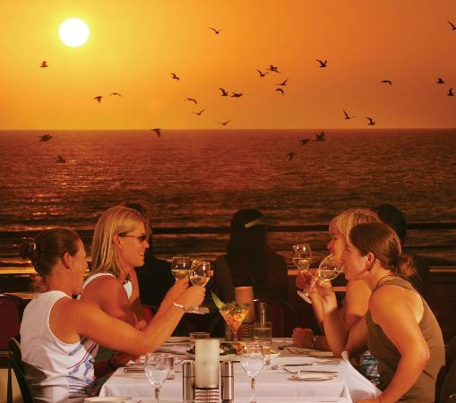 the rocks beachfront grill: Dinner with Friends