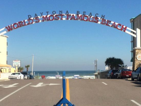 Bahama House: Famous Daytona Beach