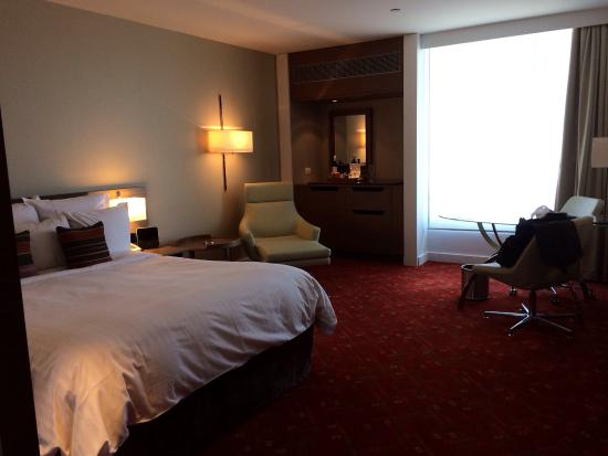 Melbourne Marriott Hotel: Spacious room