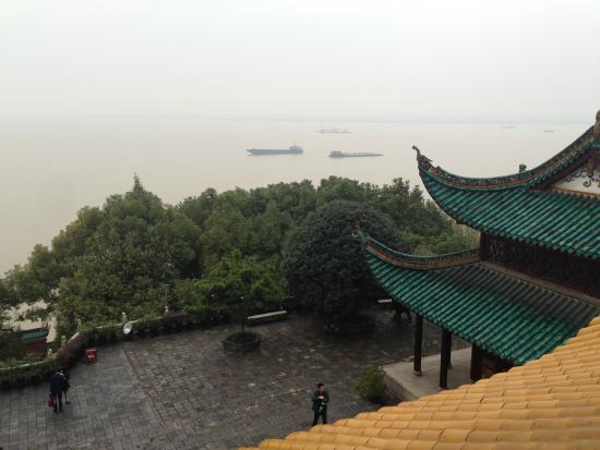 Yueyang Pavilion (Yueyang Lou): lake view from the tower