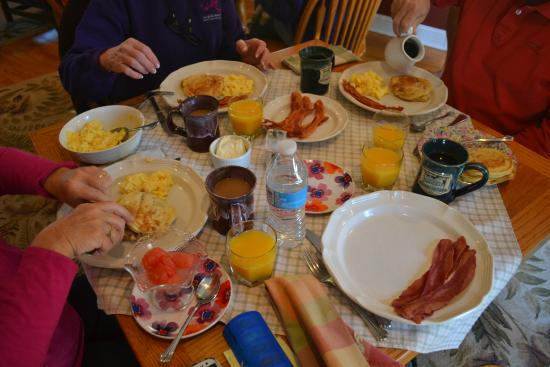 Fairway Oaks Bed & Breakfast: Great Breakfast