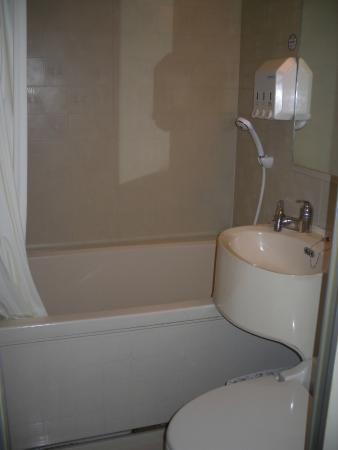 Toyoko Inn Asakusa Kuramae Kaminarimon : bathroom
