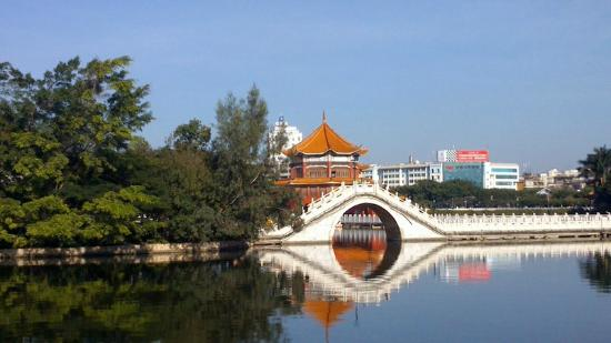 South Lake, Mengzi: Ornamental bridge and pagoda