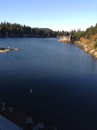 Lakeshore Inn : View of Lake Oswego from our room's balcony.