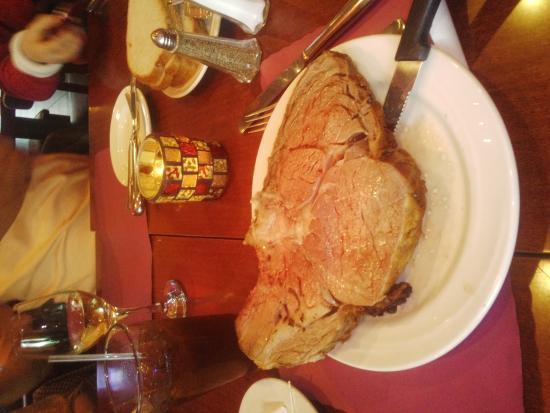 Gus's Restaurant & Tavern: こんなに大きなお肉です