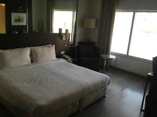 St Laurn Business Hotel : Room