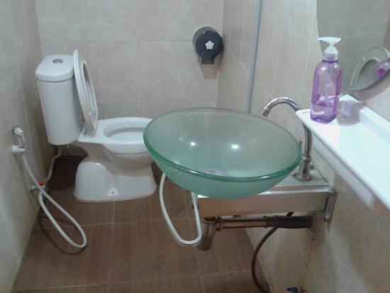 Inn 33: Bathroom