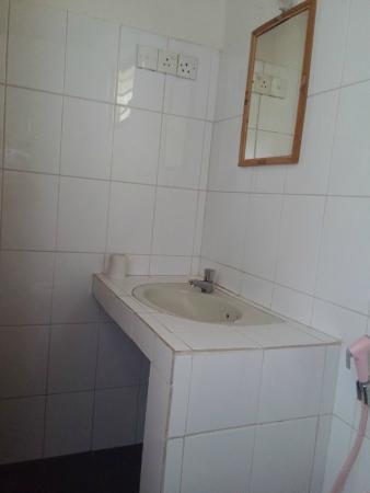Karu's Guest House : Bathroom sink