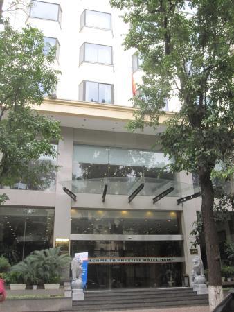 Prestige Hotel: hotel frontage