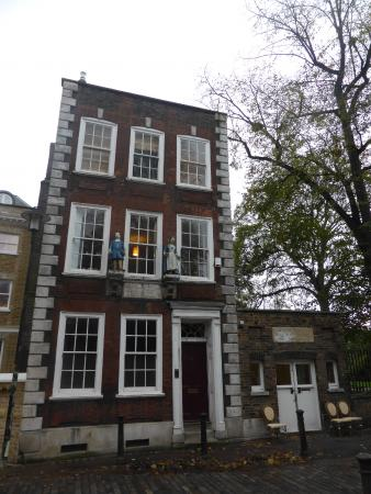 The old school with watch house now cafe attached picture of the watchhouse cafe london - The modern apartment in the old school ...