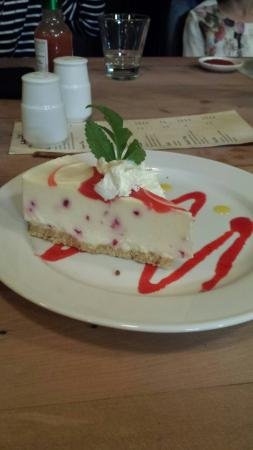 The Landing Seafood Restaurant & Bar: white chocolate and raspberry cheesecake ♡  Yummy dessert to end the fantastic food ordered.
