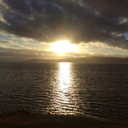 Boulevard Waters Motor Lodge: sun set over lake taupo