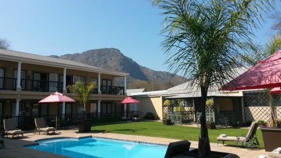 Protea Hotel by Marriott Franschhoek: Swimming pool area