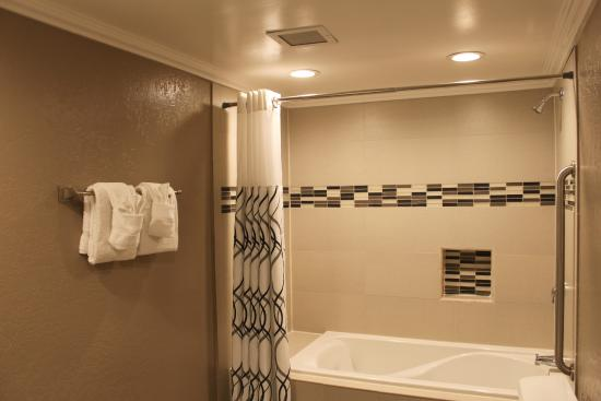 Inn at Highway 1: Bathroom