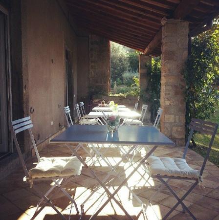 Relais Villa Rossi Danielli c Estate of Ferento: Il portico del Casale