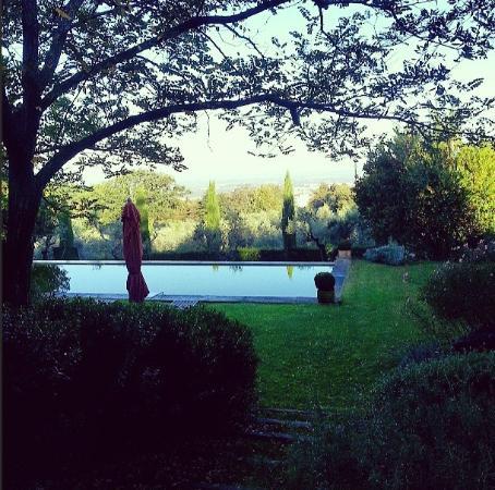 Relais Villa Rossi Danielli c Estate of Ferento: Il giardino e la piscina