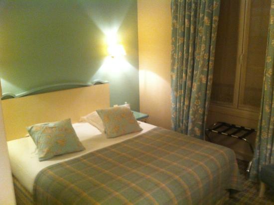 Hotel Etoile Saint-Ferdinand : Chambre