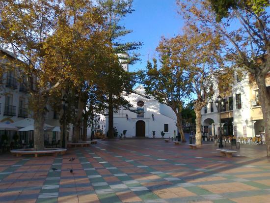 Hotel Balcon de Europa: Church close to Balcon de Europa