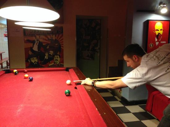 Good Bye Lenin - Pub & Garden Hostel! : Pool table at goodbye Lenin, Krakow