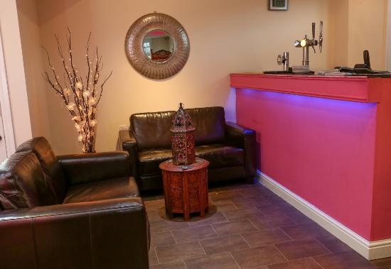 Pink Fusion Lounge: Bar