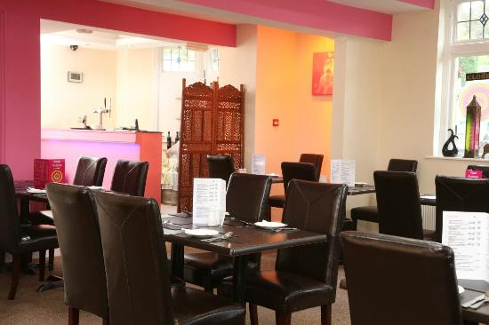 Pink Fusion Lounge: Diners view of the bar