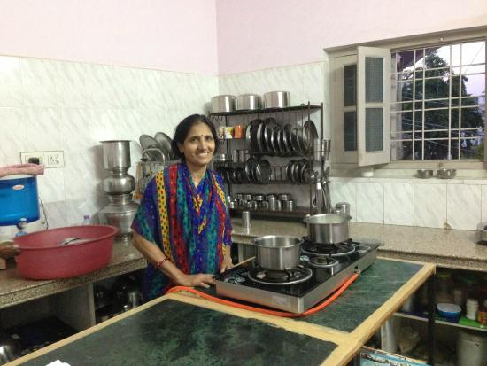Shashi's Cooking Classes: Shashi in her kitchen!