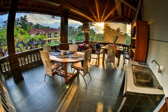 Bayu Guest House: The amazing views in the morning in the breakfast area !!