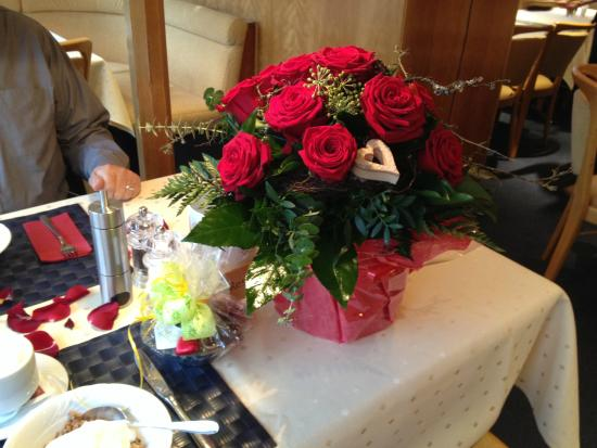 Hotel Böhler: Lovely bouquet and chocolates delivered by Manuel