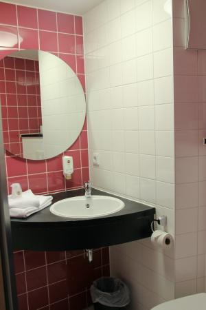 B&B Hotel Muenchen City-Nord: Ванная