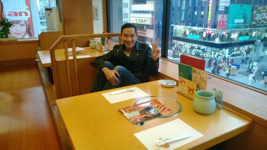 Kanidouraku Dotombori-Honten: ยิ้มอย่างมีความสุข แม้บางครั้งต้องรอ นาน เพราะเค้าพิถีพิถัน ก่อนเสริฟ