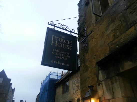 The Porch House: Entrance