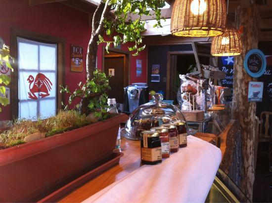 Hostal Amerindia Patagonia : Enjoy the coffee shop!!