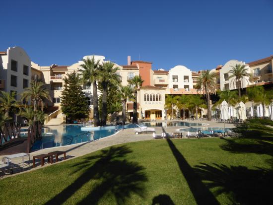 Denia La Sella Golf Resort & Spa: Garten zwischen Golfplatz und Hotel