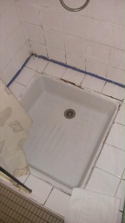 Hotel Moderne : Bac à douche