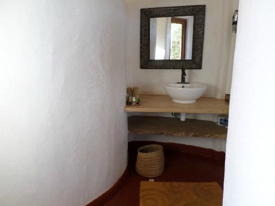 Osupuko Lodge: Bathroom