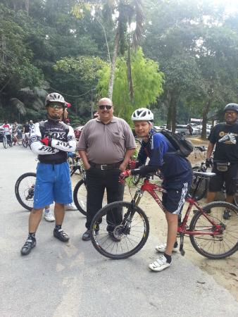 FRIM -Forest Research Institute of Malaysia: a photo with the local cyclists